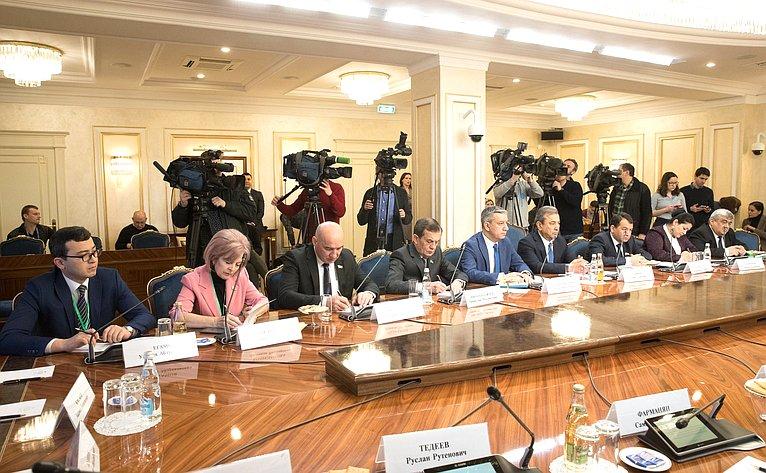 Встречи К. Косачева смеждународными наблюдателями навыборах Президента РФ