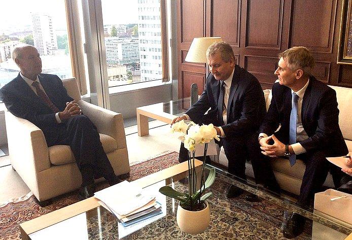На«полях» Ассамблеи российская сторона встретилась сгенеральным директором ВОИС Френсисом Гарри