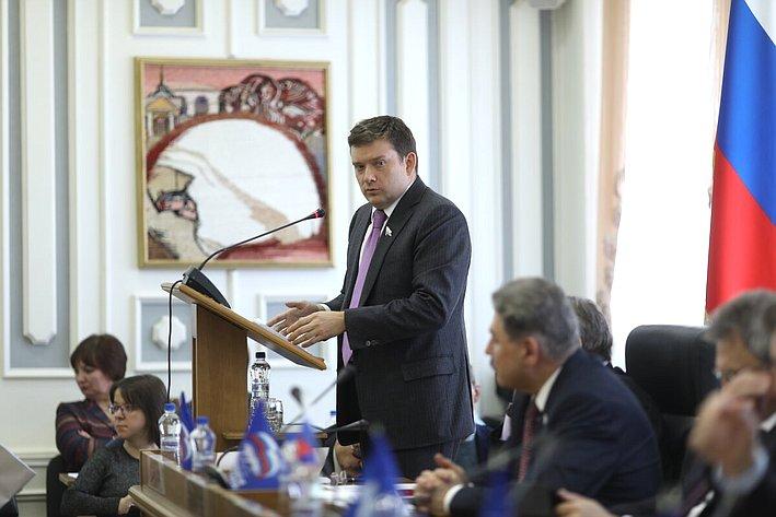 Николай Журавлев выступил назаседании Костромской областной Думы сотчетом оработе загод