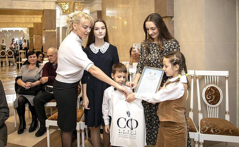 Сергей Лукин поздравил многодетных мам