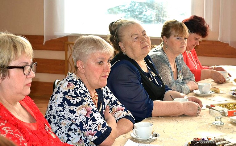 Михаил Козлов встретился сматерями ивдовами воинов, погибших при исполнении служебного долга
