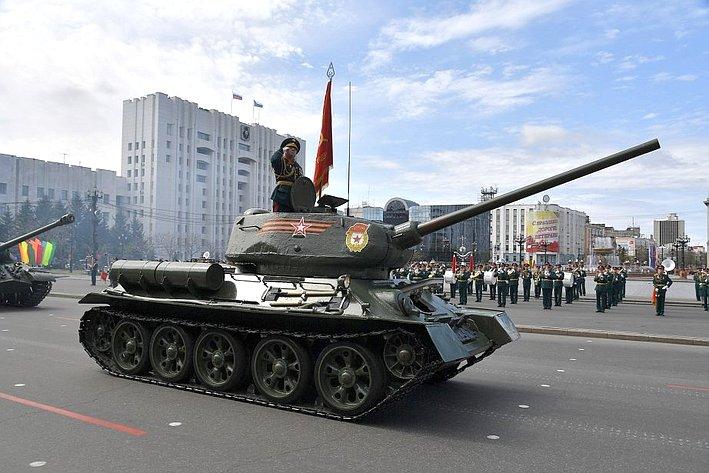 Начало парада военной техники, знаменитый танк Т-34