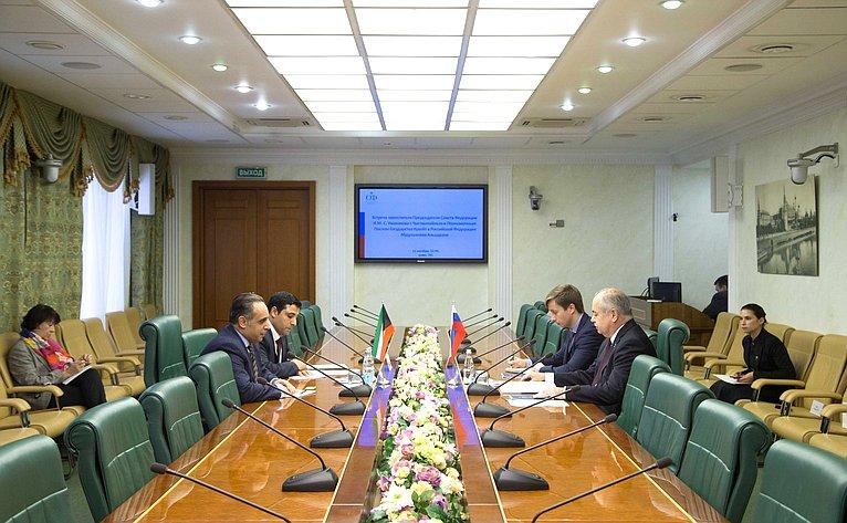 Встреча И. Умаханова сЧрезвычайным иПолномочным Послом Государства Кувейт вРФ Абдулазизом Альадвани