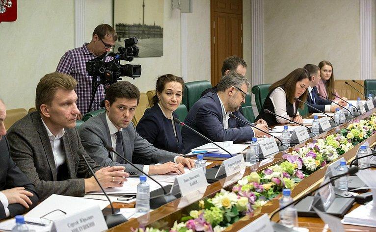 Совещание, посвященное подготовке крассмотрению вовтором чтении изменений вфедеральный закон овозможности продления срока существования особых экономических зон