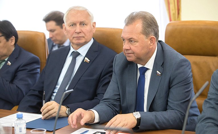Н. Тихомиров иВ. Павленко