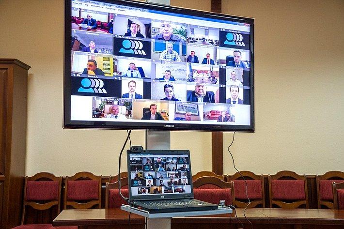 Вячеслав Тимченко принял участие взаседании комитета Законодательного Собрания Кировской области