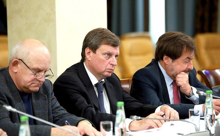 Андрей Епишин принял участие вобсуждении параметров проекта федерального бюджета на2019г. инаплановый период 2020 и2021гг. вОбщественной палате РФ
