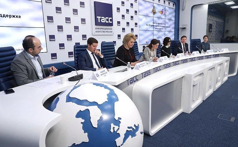 Лилия Гумерова приняла участие вработе «круглого стола», посвященного запуску проекта «Вектор «Детство-2018»