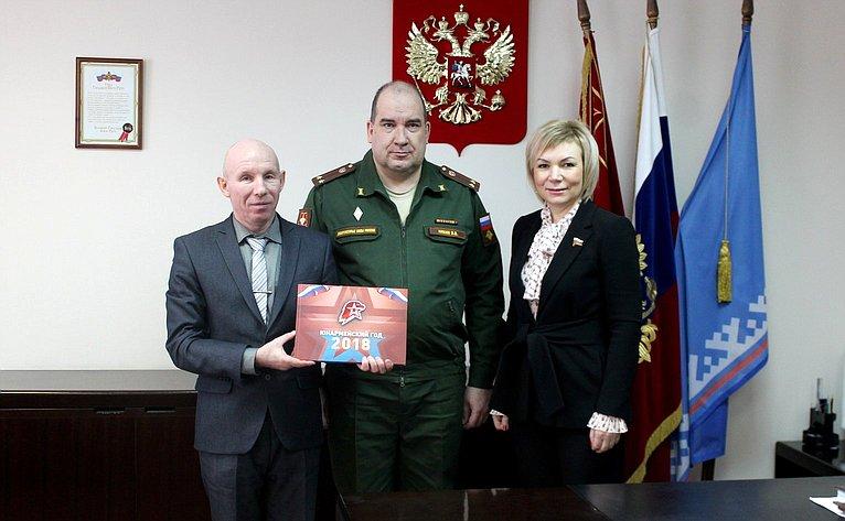Елена Зленко встретилась ссотрудниками окружного военного комиссариата