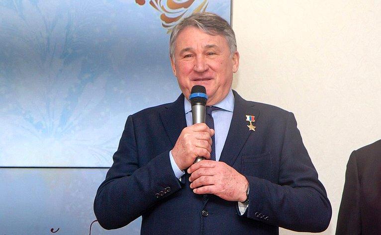Первый кадетский бал прошел вцентре «Корабелы Прионежья». Юрий Воробьев