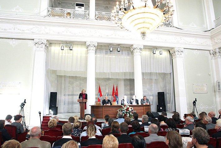 Валентина Матвиенко в рамках рабочей поездки в Северную столицу провела встречу с профсоюзным активом города