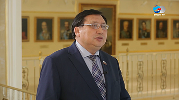 А.Акимов: Россия— единственная страна вмире, которая сохранила все национальные языки