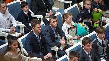 Торжественная церемония награждения детей иподростков, проявивших мужество вэкстремальных ситуациях испасших человеческие жизни. Запись трансляции от2ноября 2017г