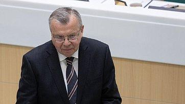 Входе «времени эксперта» вСФ выступил исполнительный директор Управления ООН понаркотикам ипреступности Ю.Федотов