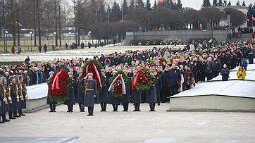 В.Матвиенко приняла участие впамятных мероприятиях, посвященных 76-й годовщине освобождения Ленинграда отблокады