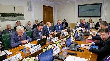 Расширенное заседание Комитета Совета Федерации поэкономической политике. Запись трансляции 26сентября 2017г