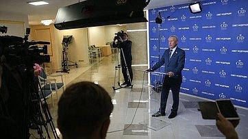 Брифинг председателя Временной комиссии СФ позащите государственного суверенитета ипредотвращению вмешательства вовнутренние дела РФ Андрея Климова