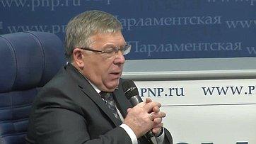 Валерий Рязанский принял участие вбрифинге «Что ждёт пенсионеров в2017году?», приуроченном коДню пожилого человека, впресс-центре «Парламентской газеты»