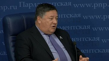 Сергей Калашников принял участие ввидео-беседе «Когда Россия полностью перейдёт настратегическое планирование?» впресс-центре «Парламентской газеты»