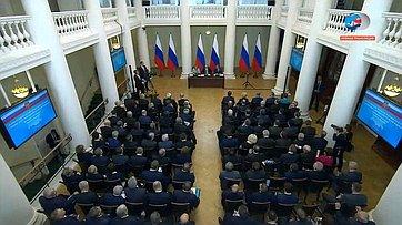 Встреча В. Путина счленами Совета законодателей России