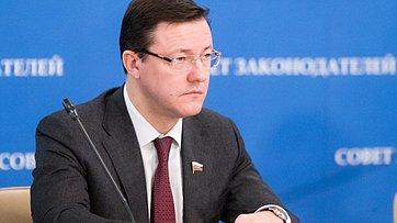 Д. Азаров на заседании Президиума Совета законодателей