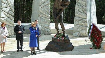 Председатель СФ посетила Мемориальный комплекс «Катынь»