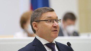 ВСовете Федерации выступил Министр строительства ижилищно-коммунального хозяйства РФ В.Якушев