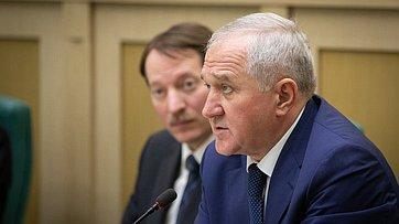Врамках «правительственного часа» вСФ выступил руководитель Федеральной таможенной службы В.Булавин