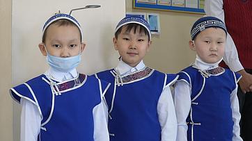 Дина Оюн посетила школы Республики Тыва ипроконтролировала обеспечение школьников младших классов горячим питанием