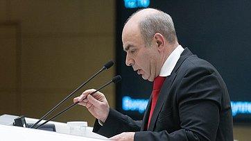 Врамках «Времени эксперта» вСФ выступил доктор экономических наук М.Алексеев