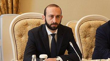 Встреча Валентины Матвиенко сПредседателем Национального Собрания Республики Армения Араратом Мирзояном