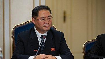 Встреча В. Матвиенко сПредседателем Верховного Народного Собрания КНДР Пак Тхэ Соном