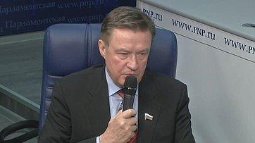 Сергей Рябухин принял участие ввидеоинтервью, посвященном принятию трехлетнего бюджета России, впресс-центре «Парламентской газеты»