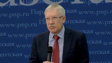 Олег Морозов принял участие вмолодёжном интерактивном шоу «33 вопроса политику» впресс-центре «Парламентской газеты»