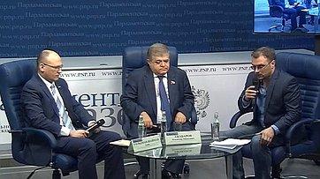 Владимир Джабаров принял участие впресс-конференции поитогам визита делегации Совета Федерации вГосударство Израиль иПалестину впресс-центре «Парламентской газеты»