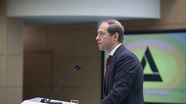 На«правительственном часе» вСФ выступил Министр промышленности иторговли Д. Мантуров
