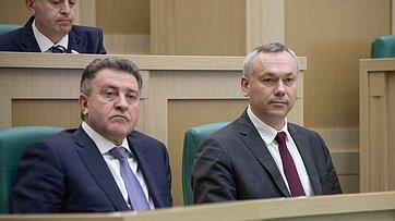 Выступление губернатора Новосибирской области А.Травникова иглавы регионального Заксобрания А.Шимкива на470-м заседании СФ