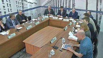 Сенаторы приняли участие вработе «круглого стола» натему «Как СМИ воспитывают патриотов России?» впресс-центре «Парламентской газеты»
