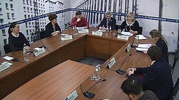 Олег Казаковцев иВиктор Кондрашин приняли участие вработе «круглого стола» овзаимоотношениях школы иродителей впресс-центре «Парламентской газеты»