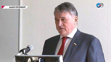 Ю. Воробьев провел встречу спреподавателями икурсантами Университета противопожарной службы вСанкт-Петербурге
