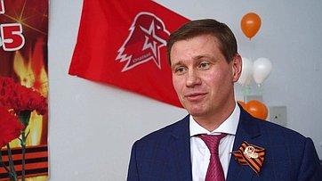 Д. Кузьмин принял участие вторжественной церемонии вступления учеников Лицея№15 города Березовский в«Юнармию»
