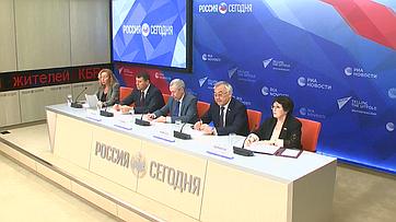Пресс-конференция натему «Борьба скоронавирусом вКитае: внутрироссийский имеждународный аспекты»