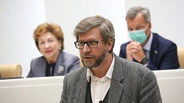 ВСовете Федерации выступил главный редактор журнала «Россия вглобальной политике» ФедорЛукьянов