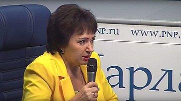Елена Бибикова рассказала онакопительной части пенсии врамках специального цикла «Пенсионный ликбез» впресс-центре «Парламентской газеты»