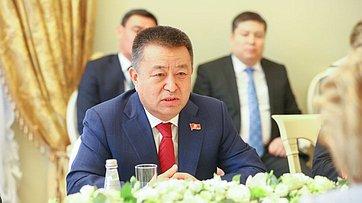 Встреча В. Матвиенко сПредседателем Жогорку Кенеша Киргизии Ч.Турсунбековым