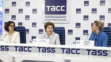 Галина Карелова приняла участие впресс-конференции «Второй Евразийский женский форум: территория развития» впресс-центре ТАСС