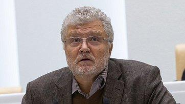 Входе «Времени эксперта» вСФ выступил председатель редакционного совета «Литературной газеты» Ю.Поляков