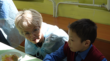 Сенатор Российской Федерации Дина Оюн посетила школы Республики Тыва