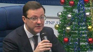 Дмитрий Азаров принял участие в видео-интервью, посвященном итогам деятельности Комитета за 2015 год, в пресс-центре «Парламентской газеты»