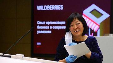 Входе «времени эксперта» перед сенаторами выступила генеральный директор «Вайлдберриз» Татьяна Бакальчук
